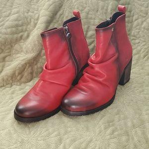 Wanda Panda leather booties